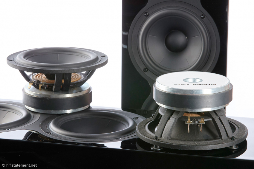 Two 16.5-centimeter long excursion woofer with ceramic-coated Alumenbranen ensure precise bass punch