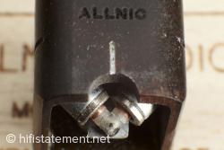 Die Spulen und Magnete für die beiden Kanäle sind in einem Winkel von 45 Grad zur Senkrechten montiert. Die räumliche Trennung ermöglich gute Werte beim Übersprechen