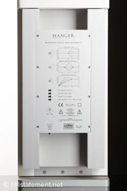 Die Elektronik-Einheit wurde harmonisch in das Gehäuse integriert. Kühlkörper rechts und links sorgen für stabile thermische Verhältnisse