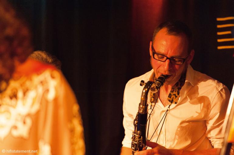 Frank Spaniol wechselte zwischen treibendem Saxophon und den – auch durch Effekte veredelten – Klangfarben der Bassclarinette