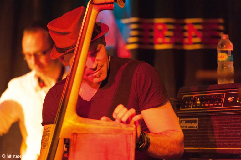Markus Bodenseh lässt seinen Kontrabass singen, aber auch heftig rocken