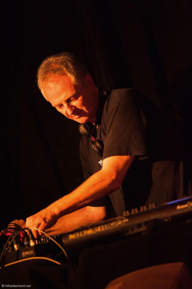 Pit Baumgartner brillierte mit einem Ukulele-Solo und sorgte dafür, dass die für den Band-Sound so charakteristischen Effekte auch live perfekt zur Geltung kamen