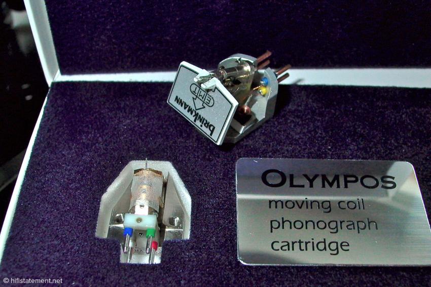 Lyra spendierte dem Olympos einen Titan-Korpus, Brinkmann montierte den klassischen EMT-Generator in einem Sandwich, in dem unter anderem auch Titan zum Einsatz kommt