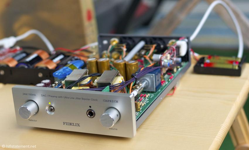 Der Fidelix Caprice wandelt mit dem hervorragenden Sabre32 Reference DAC (ES9018), der noch über dem Ultra DAC des Mytek angesiedelt ist. Schade, dass es für Fidelix hierzulande keinen Vertrieb gibt