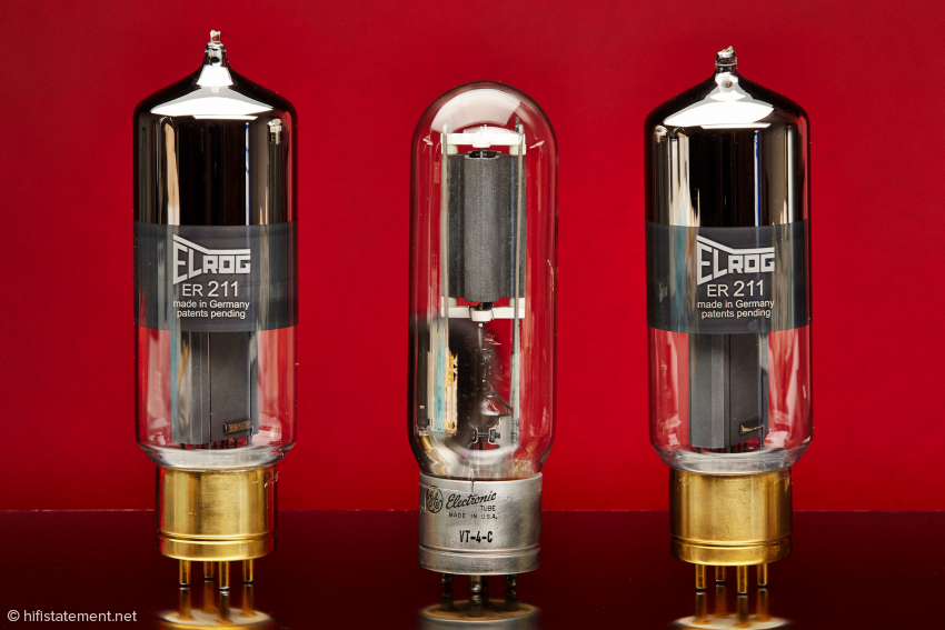 The Elrog ER211 is quite impressive with it's height of over 20cm. In the middle an original General Electric 211 for comparison shown here in the military version VT-4-C. The top third of the glass of the Elrog tube is covered with a barium getter which ensures perfect vacuum throughout the lifetime of the tube