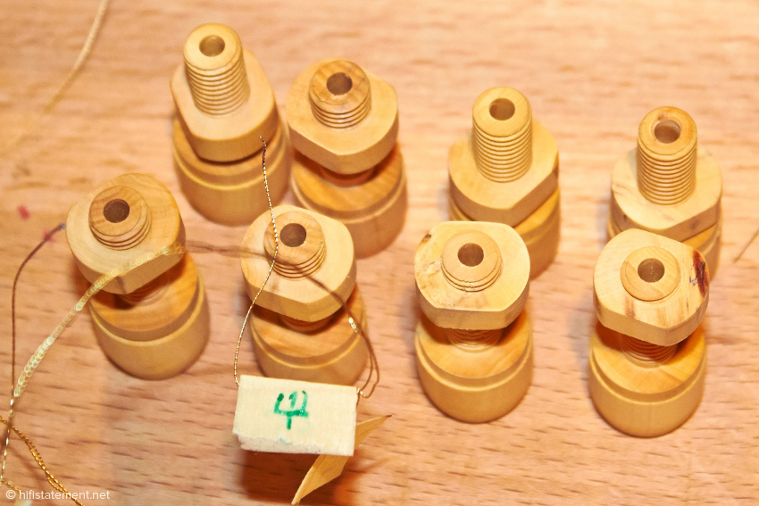 Quiz prize-question: What could this be? Well then - loudspeaker terminals are also made in-house and of course out of wood. With this clamping mechanism, the wire going to the driver is directly connected to the speaker cables. The RCA connectors produced by another manufacturer for Audio Consulting are also quite interesting. In addition to the cabinet, the front part of the terminals is also ​​now being made out of wood, which requires extreme precision in the manufacturing process. On display was also an 880 ohm cathode resistor for a 300B. Of course wound as a wire resistor and the size of an ordinary dog bone.