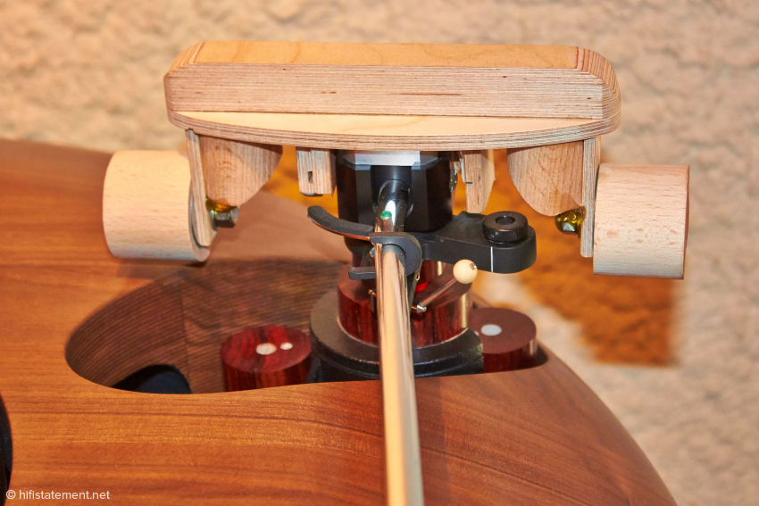 Weightlifting for tonearms seems to be a new Olympic event!