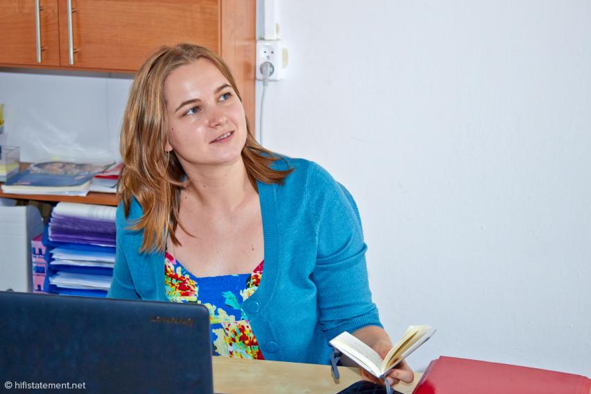 Laut Marcin Hamerla die wichtigste Mitarbeiterin: Aleksandra Kalabun kümmert sich als Exportmanagerin um den Vertrieb der Mytek-Geräte in über 30 Ländern. Sie lernt zusammen mit ihrem Chef und Adam Bilewicz Deutsch