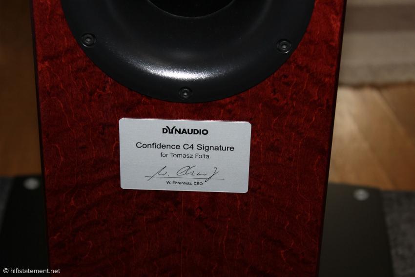 Die C4 sind für Tomek personalisiert und tragen die Unterschrift von Dynaudio-Chef Winfried Ehrenholz