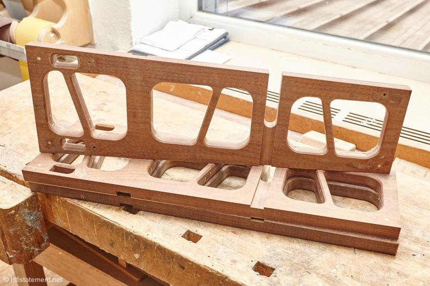 Ein Teil des Innenaufbaus des größten Modells Classic, natürlich aus Panzerholz