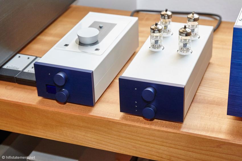 Hier der Renner aus dem Hause AcousticPlan. Das Laufwerk ist noch mit dem Philips Pro Laufwerk ausgestattet. Leider hat Philips die Produktion schon vor längerer Zeit eingestellt. Der Wandler besitzt natürlich Röhren in der Ausgangsstufe. Beide Geräte können mit der optimalen I2S Schnittstelle verbunden werden