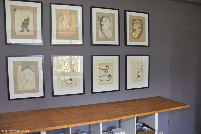 In Frank Vermeylens Büro werden auch Zeichnungen von Lyudmyla Baltakova-Razbitskaya gezeigt