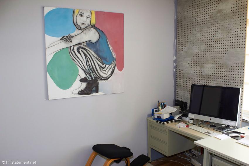 Noch im Entstehen begriffen, aber schon Teil der privaten Galerie: das Büro mit Artnovion-Akustikelement