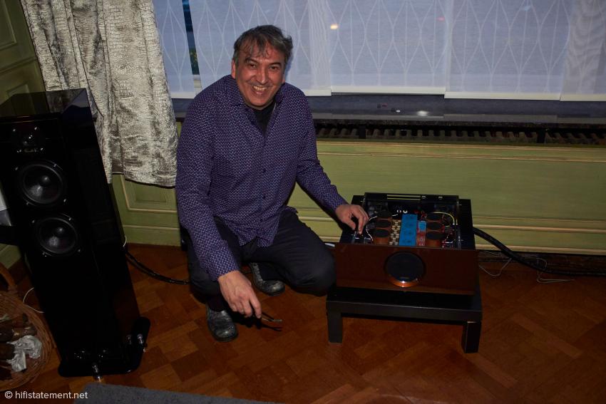 Igor Kante freut sich über seine neueste Kreation