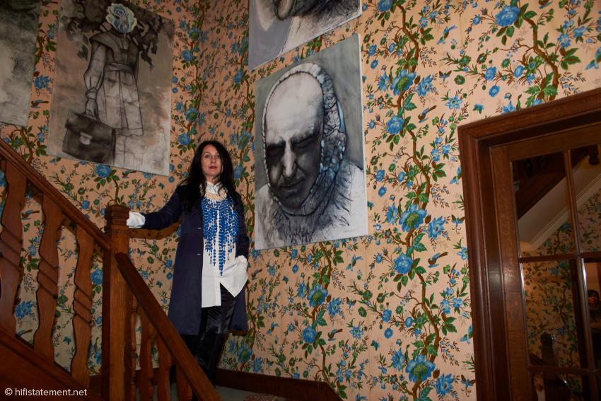 Lyudmyla Baltakova-Razbitskaya stellte ihre Werke in den Räumen des Vertriebs aus