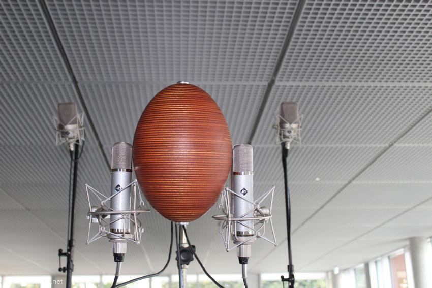 Diesen stilisierten Kunstkopf hat Alfred Rudolph entwickelt. Die Röhrenmikrofone fertigte Microtech Gefell