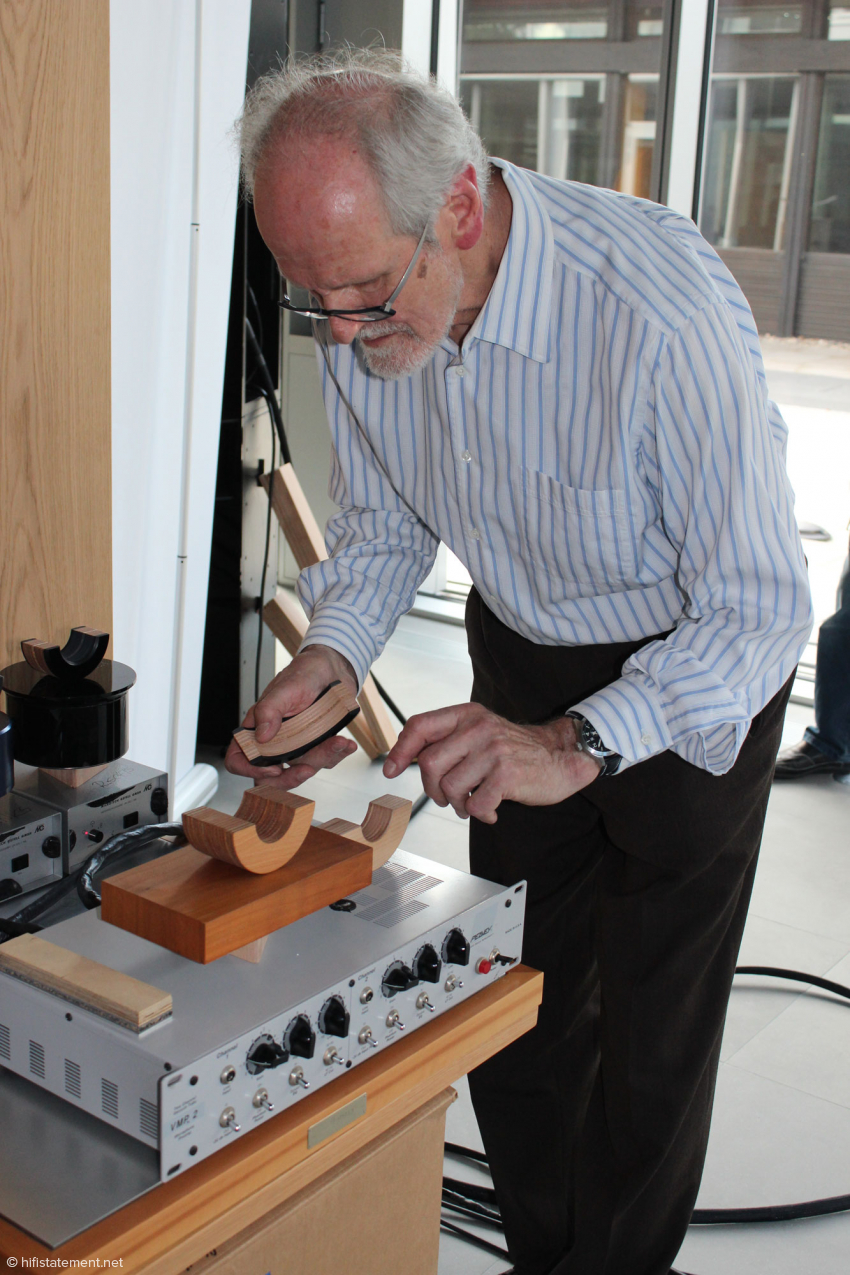 Die Mikrofon-Signale bereitet eine Röhrenvorstufe von Peavey auf