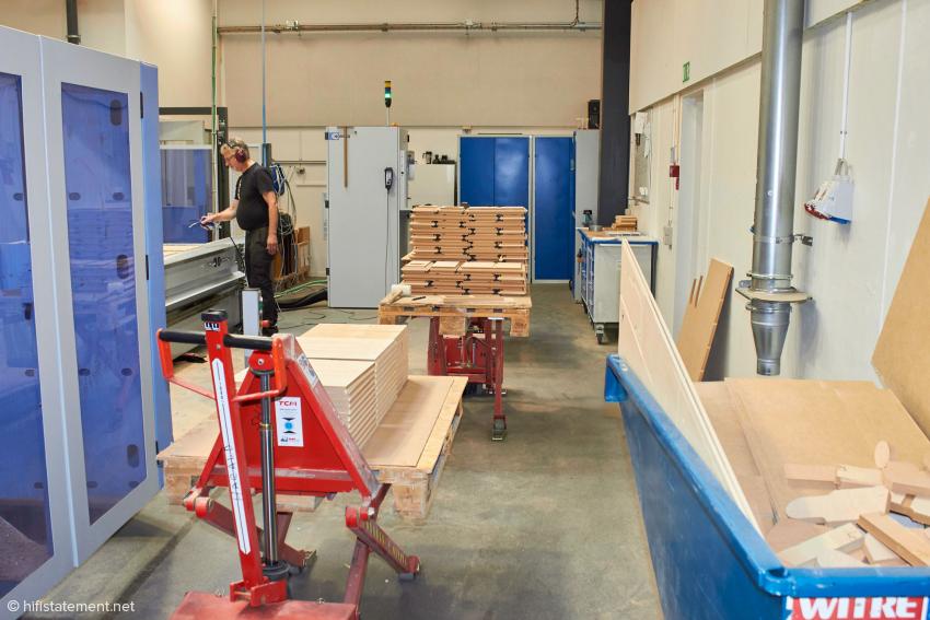 Die Gehäuse der Serien Evidence, Consequence, Confidence und Contour werden in Skanderborg mit Hilfe von modernen CNC-Maschinen gebaut