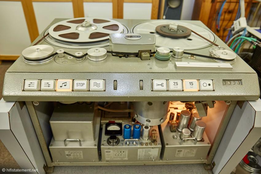Das ist die berühmte Studer C 37. Auf ihr werden bei EternalMasters die Mutterbänder erstellt. Von ihr werden sie dann kopiert.