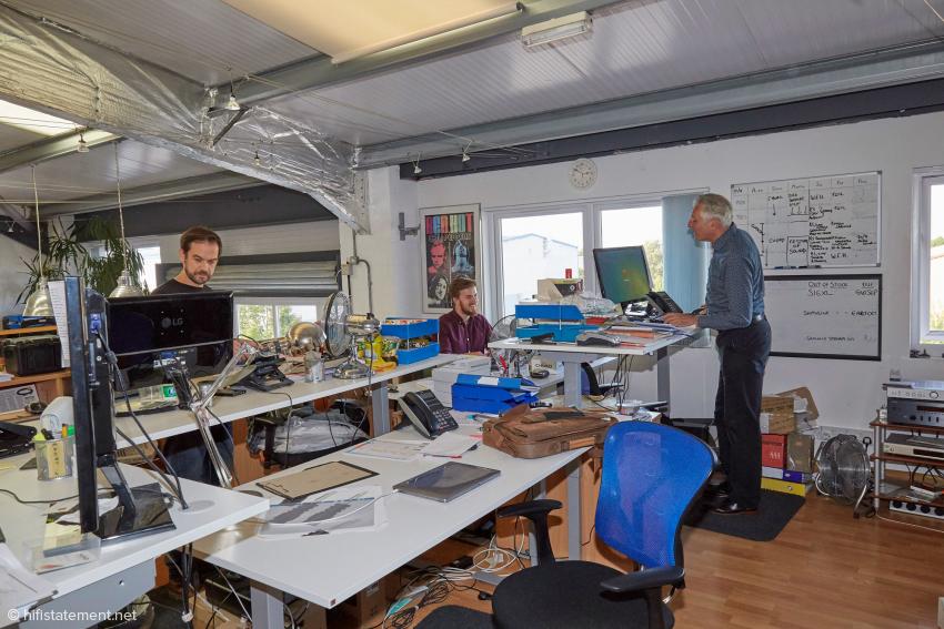 Ein Blick ins Großraumbüro: Simon Tribbeck, Chris Baker und Martin Cobb (v.l.n.r.)