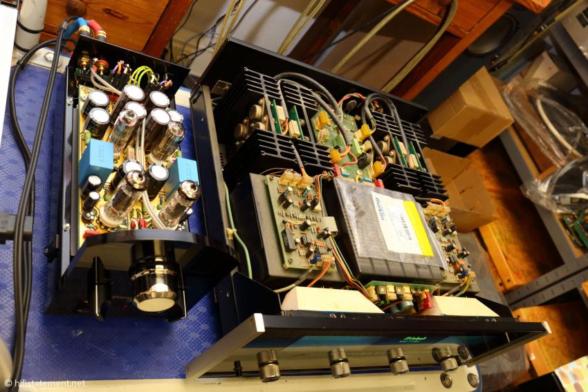 Der neue HLP-Vorverstärker läuft hier gerade mit Musik zur Probe an einer restaurierten McIntosh Endstufe