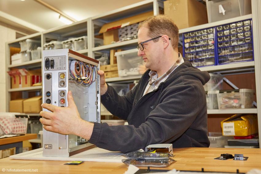 Ulrich Rockstroh mit einem Model 2