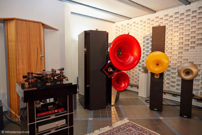 Im Rack des Laudatio-Plattenspielers stehen noch der Artistic-Fidelity-Wandler und der Prototyp der Acapella Wandler/Vorstufen-Kombination