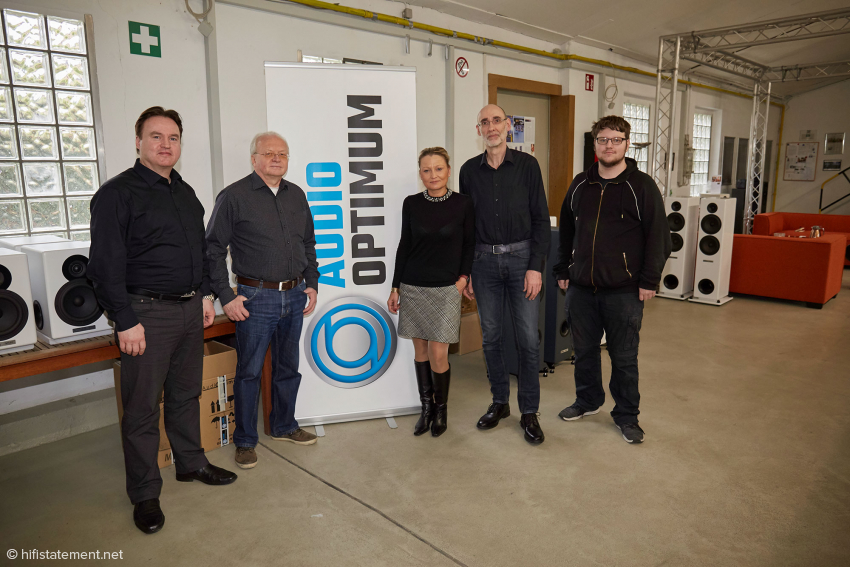 G8-&-Friends-Geschäftsführer Helmut Oltersdorf (links) und ein Teil des Audio-Optimum-Teams: Die beiden Vertriebler waren unterwegs…