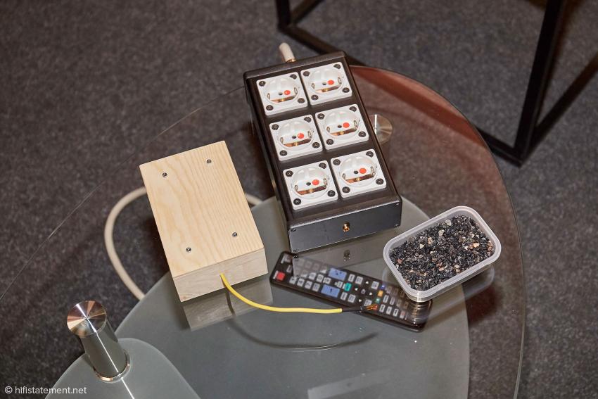 Netzverteiler mit Anschluss für die hölzerne Ground Box und eine Dose mit Turmalinen