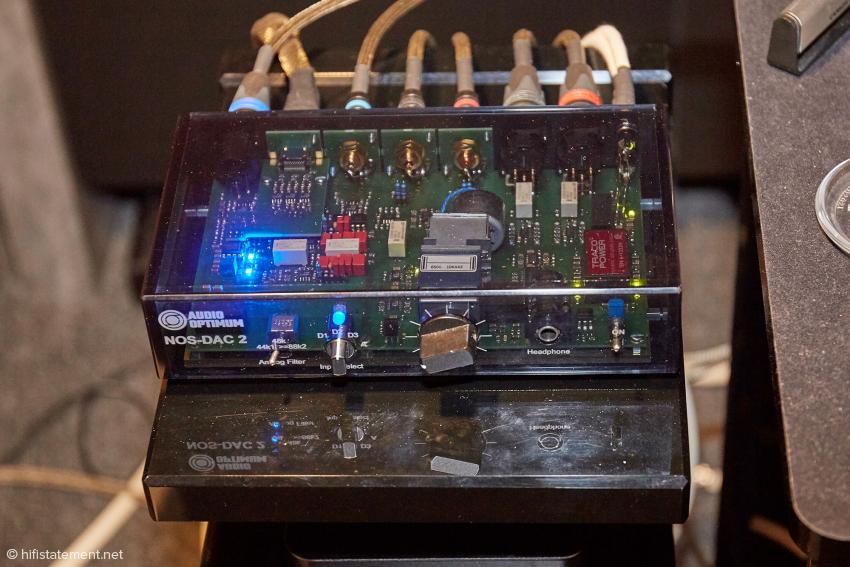 Der NOS-DAC2 mit umschaltbarem Rekonstruktionsfilter, Eingangswahlschalter, Alps-Poti und Kopfhörer-Ausgang