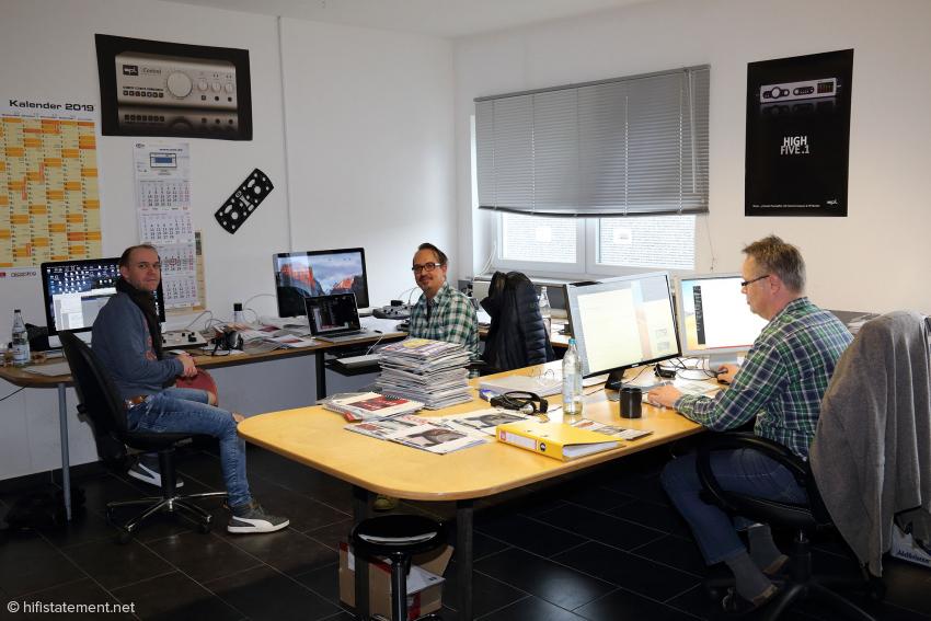Das Büro der PR- und Marketing-Abteilung mit Thomas Rütten, Sascha Flocken und Frank Herzog (v.l.n.r)