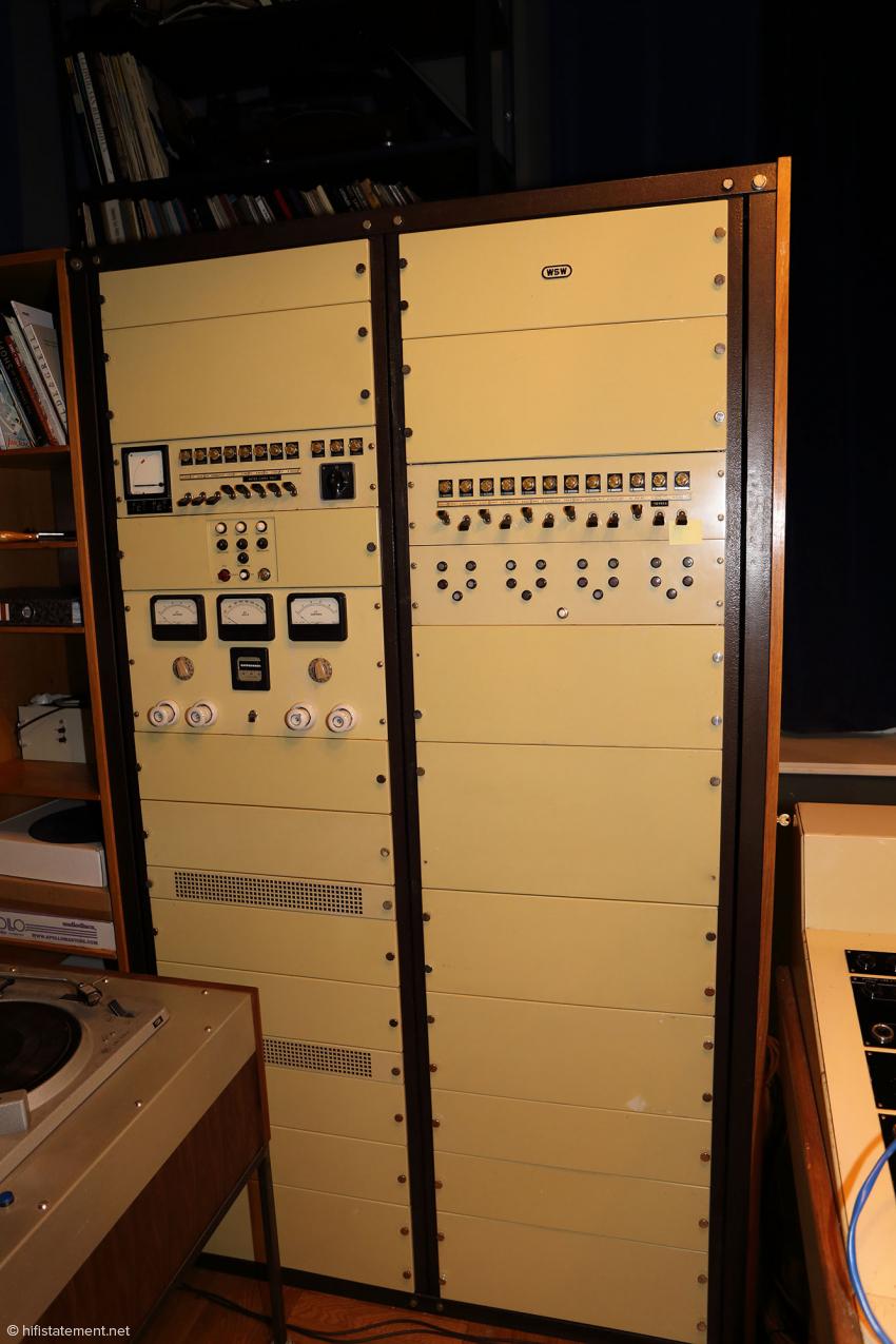 Die neue Stromversorgung für das renovierte Decca-Pult