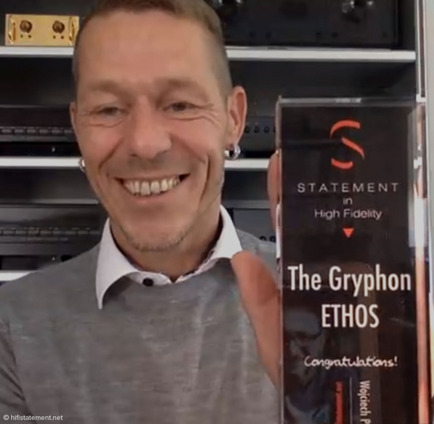 Rune Skov with the award for the Gryphon Audio Designs Ethos