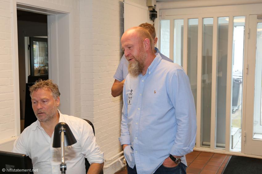 Im zentralen Büro: Michael Børresen (sitzend), Morton Thyrrested und Emil Kristensen (fast verdeckt)