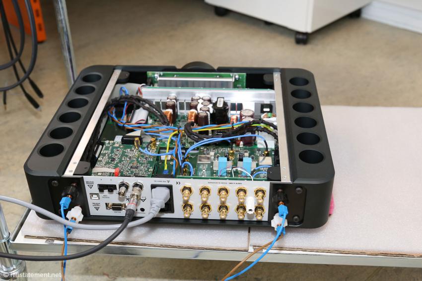 Der Aavik Vollverstärker 380U kann mit drei Modulen ausgestattet werden. PCM-Wandler, DSD-Wandler und Phonostufe. Es können natürlich auch zwei Phonostufen und ein Wandler sein