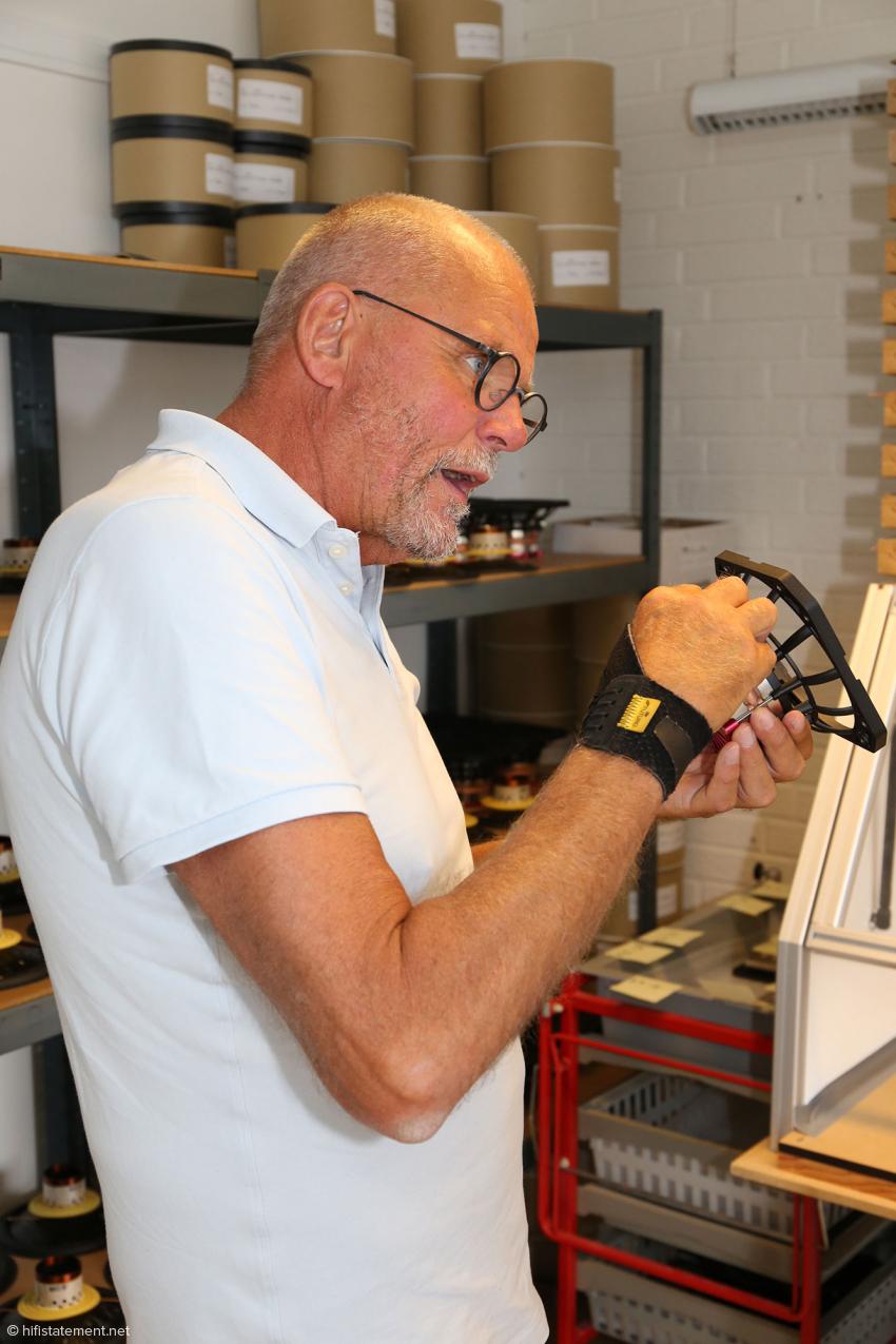 Lars Kristensen erläutert die Besonderheiten des Antriebs der Børresen-Chassis