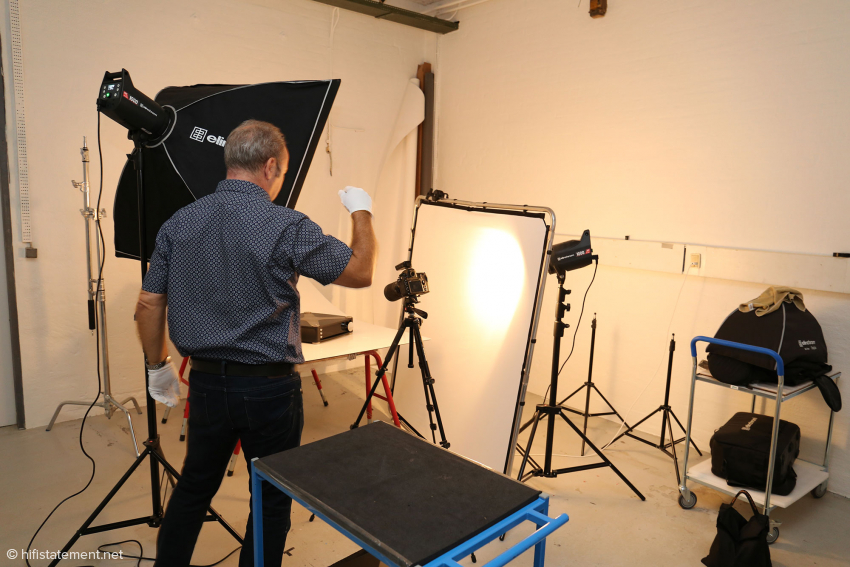 In the photo studio he shoots, among other things, also the product photos for the website