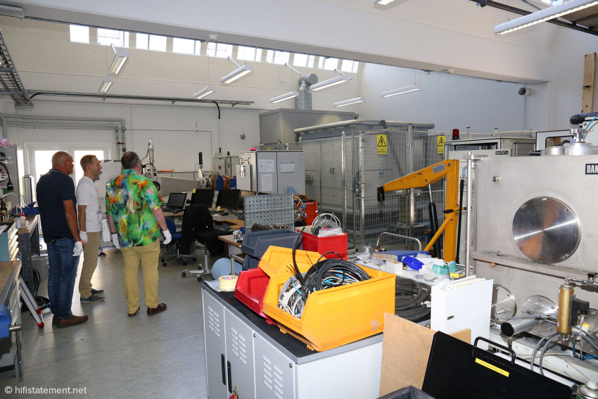 This particle accelerator makes part of the technical equipment of the Technological Institute