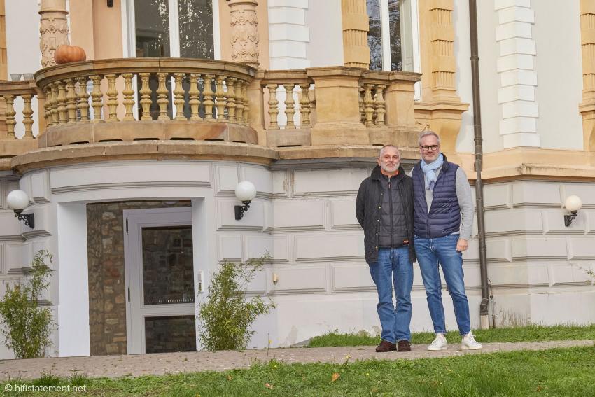 ATR-Beirat Markolf Heimann (rechts) mit einem Kollegen an seiner neuen, beeindruckenden Wirkungsstätte in Eltville
