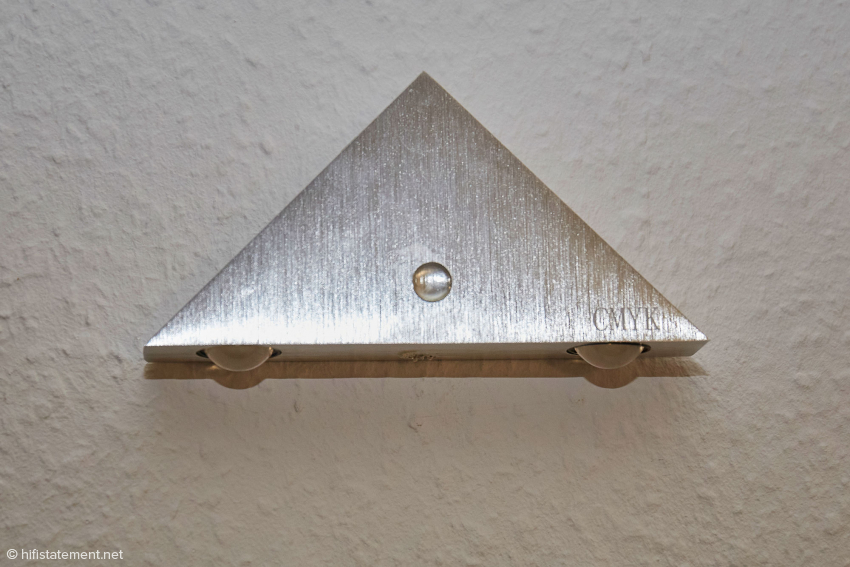 Eine der Wandlampen mit aufgeklebtem Creaktiv-Element