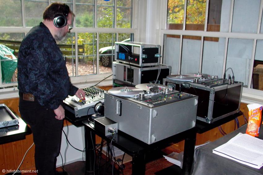 Auch das Ausgangsmaterial für die Downloads wurde analog auf zwei Studer A810 aufgezeichnet. Erst nach dem analogen Mastering mit einem EMT 240 Goldfolien-Hall wurde dann per dCS 900 respektive Nagra LB gewandelt.