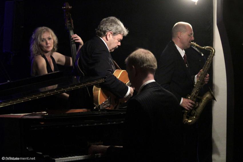 Ein starkes Quartett, dessen Mitglieder im Laufe des Abends aber auch mal im Trio, im Duo oder solistisch aktiv wurden