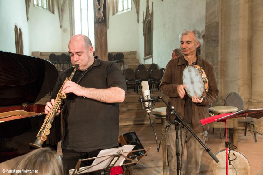 Gavino Murgia spielte ein neues, handgefertigtes Sopransaxophon. Carlo Rizzi verstärkte den Klang seines Tamburins sehr dezent mit Hilfe eines AKG-Ansteckmikros