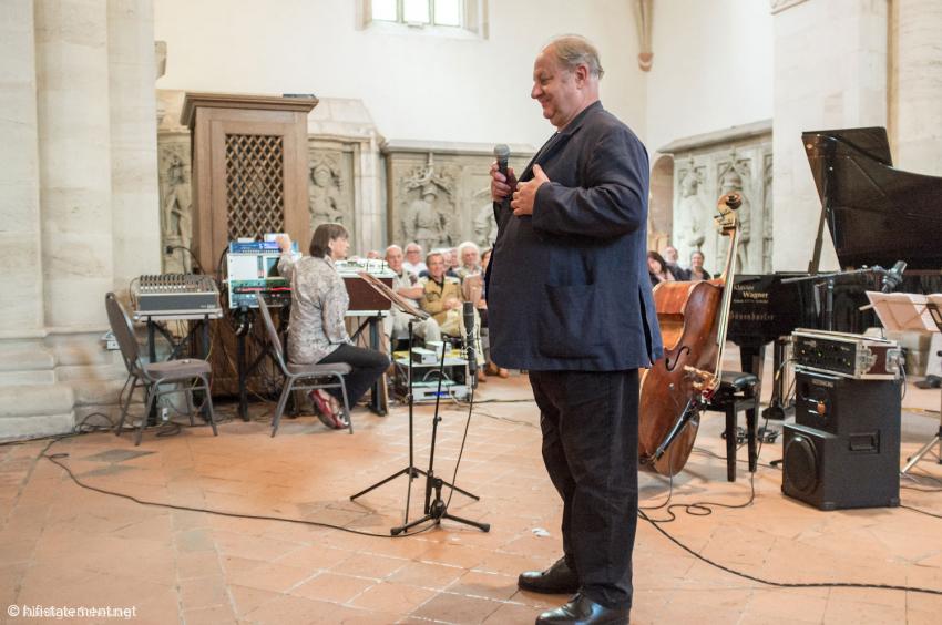 Bei Vincent Klink liefen alle Fäden zusammen: Er hatte die Gerichte für die Speisung der 400 (Konzertbesucher) kreiert, bestritt den historischen Teil des Programms und spielte Basstrompete
