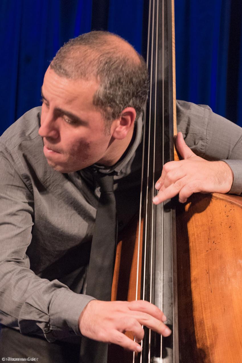 Michel Rosciglione vertraute auf seinen weittragenden Sound und schaltete den Verstärker nach dem ersten Stück ab
