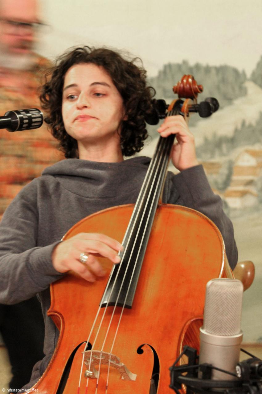 deeLinde, Cello und Gesang