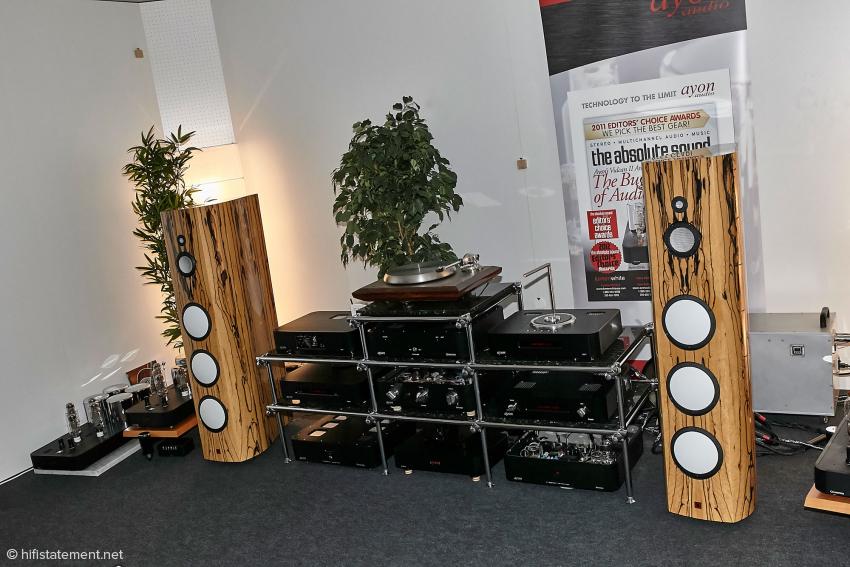 Die neue Version des Lumen White Lautsprechers war ebenfalls zu hören. Hier kommen Keramikchassis zum Einsatz, die nach Vorgaben von Lumen White gefertigt werden. Ein Diamant-Hochtöner wäre ebenfalls erhältlich