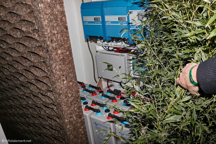So etwas hatte ich bisher auch noch nicht gesehen: die gesamte(!) Kette spielte über eine Akku-Stromversorgung