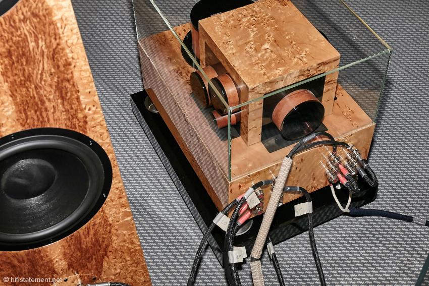 Die Weiche ist für Biamping Betrieb ausgelegt. Gut erkennbar auch die Duelund Bauteile, Kondensatoren und Spulen kann man optisch nicht unterscheiden