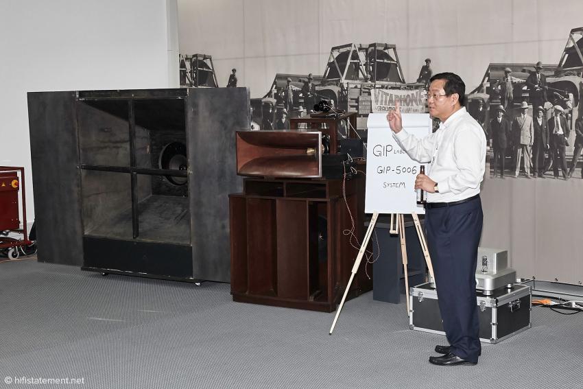 Mr. Cheug aus Korea stellt auch dieses Jahr wieder ein Objekt aus seiner umfassenden Western Electric Sammlung vor. Bayerisches Bier scheint auch in Korea sehr beliebt zu sein